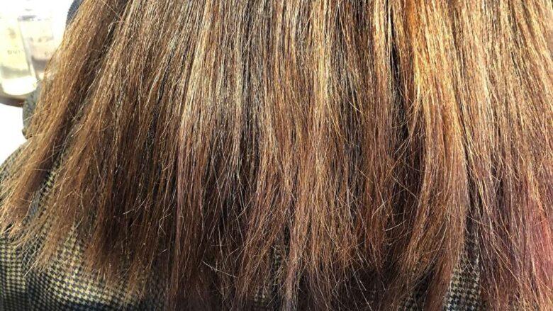 頻繁なヘアアイロンの連用は、髪を細くしてしまいます。