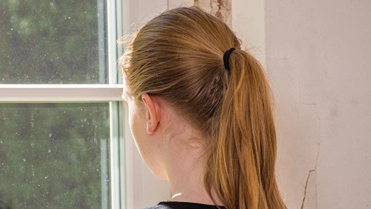 髪の引っ張りすぎは牽引性脱毛の原因