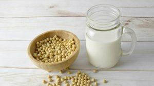 女性髪が薄くならないために、大豆製品を摂る